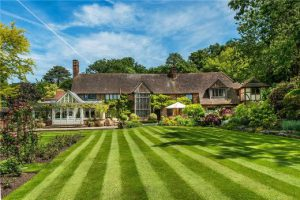 Property of the week: Extraordinary 8 bedroom country house with stunning grounds for £4,950,000!